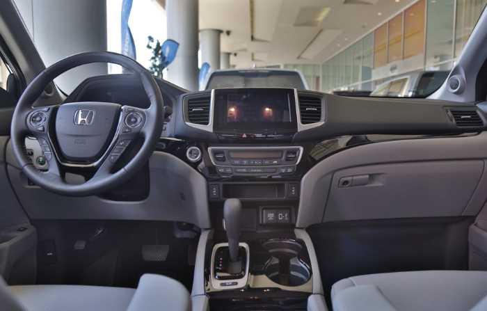 2022 Honda Ridgeline RTL Interior